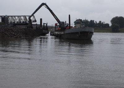 Ponton baggeraar Nijmegen